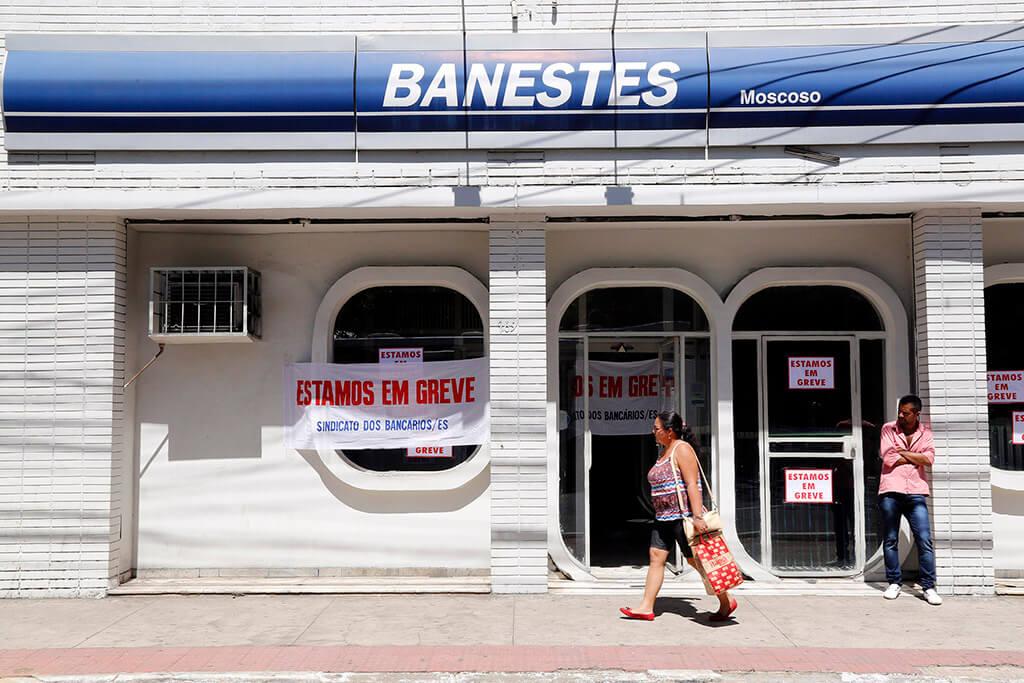 Bancários em greve paralisam 326 agências no ES