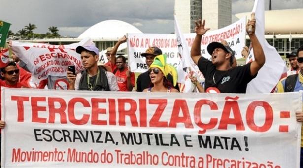 Câmara vota terceirização e pode rasgar CLT na terça-feira