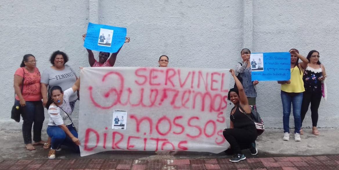 Ex-trabalhadores da Servinel realizam manifestação por verbas rescisórias não pagas