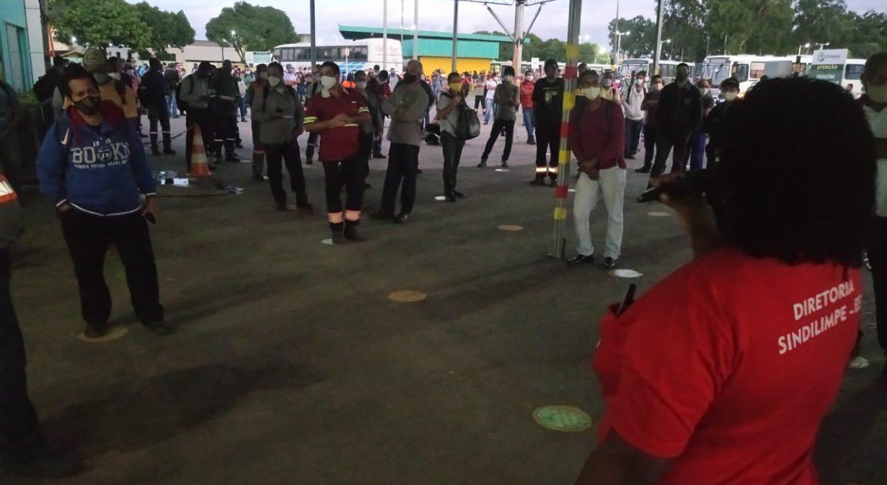 Sindilimpe-ES faz ato em frente à portaria da Vale por condições dignas de trabalho